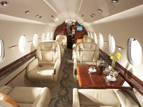 how much it costs to own and operate a hawker 4000 private jet